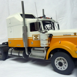 Kenworth tanker Canadian Fuel Services Tpt