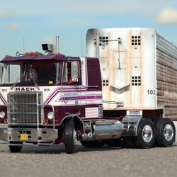 Mack cabover from Convoy